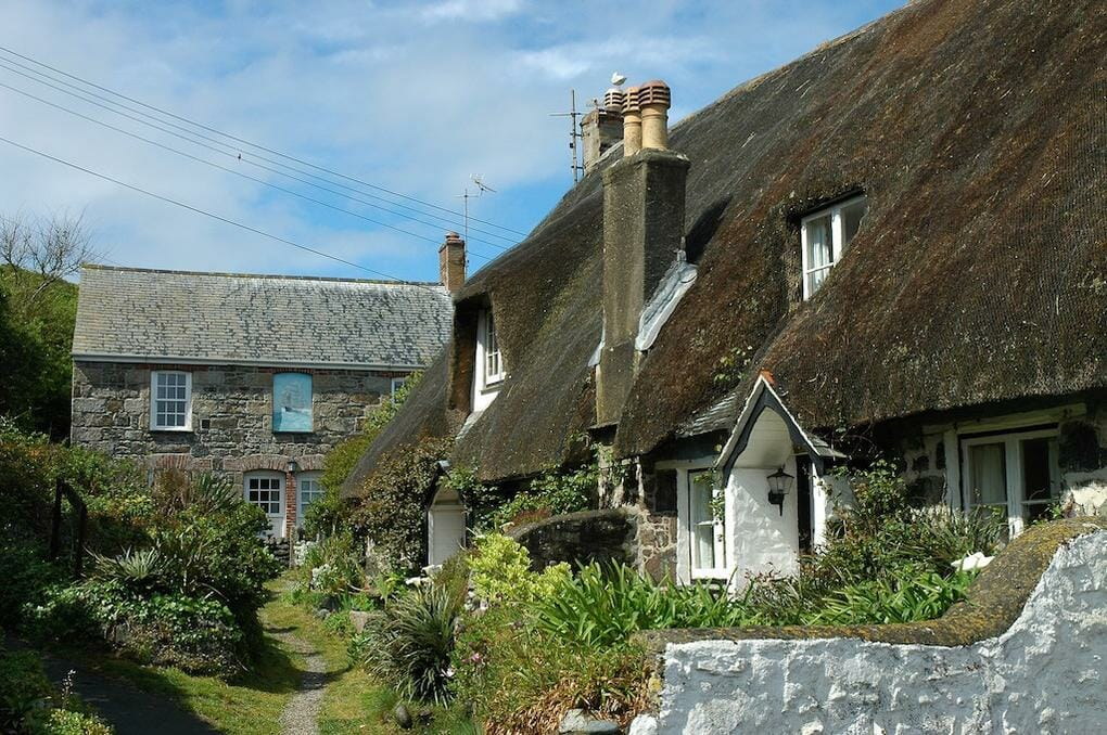thatched-cottages-cornwall
