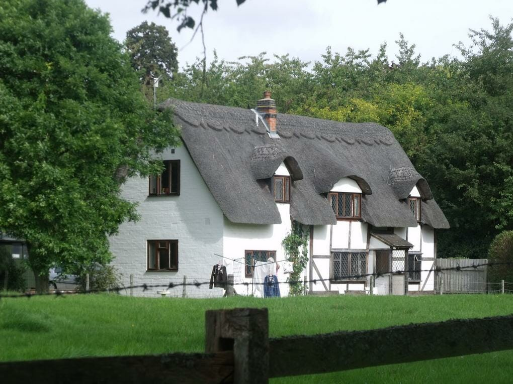 thatched-cottages-jubilee-walk