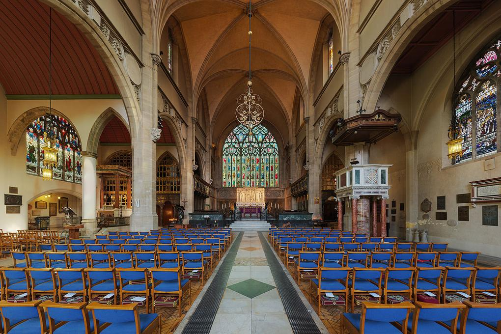 1200px-Holy_Trinity_Sloane_Street_Church_Nave_2_-_Diliff
