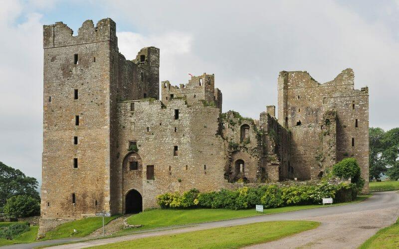 imprisoned in bolton castle