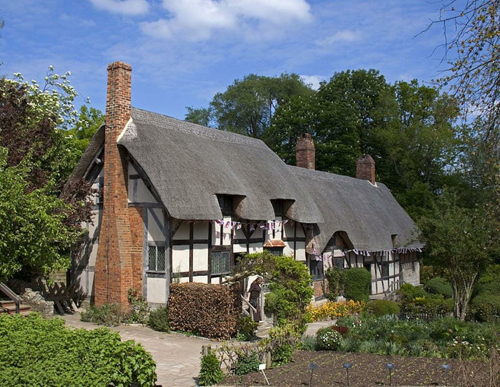 thatched-cottages-anne-hathaway