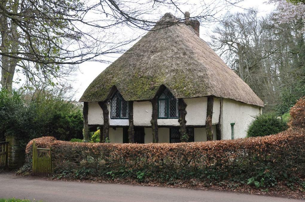 thatched-cottages-cockington-village