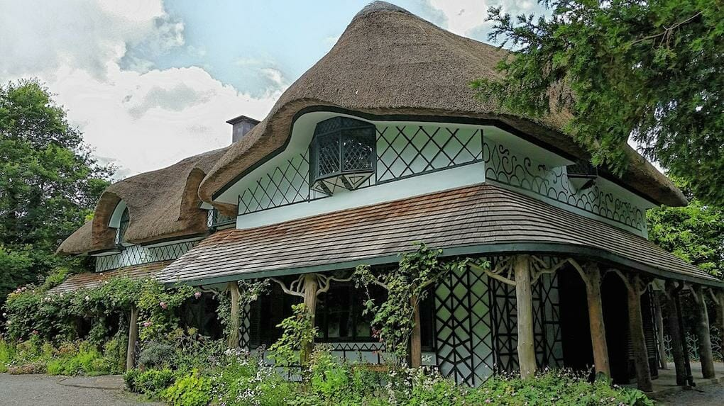 thatched-cottages-fairy-tale-style