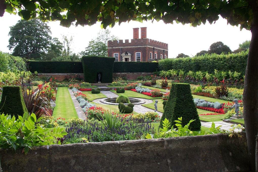 top-10-places-thames-valley-hampton-court-palace-no-modify